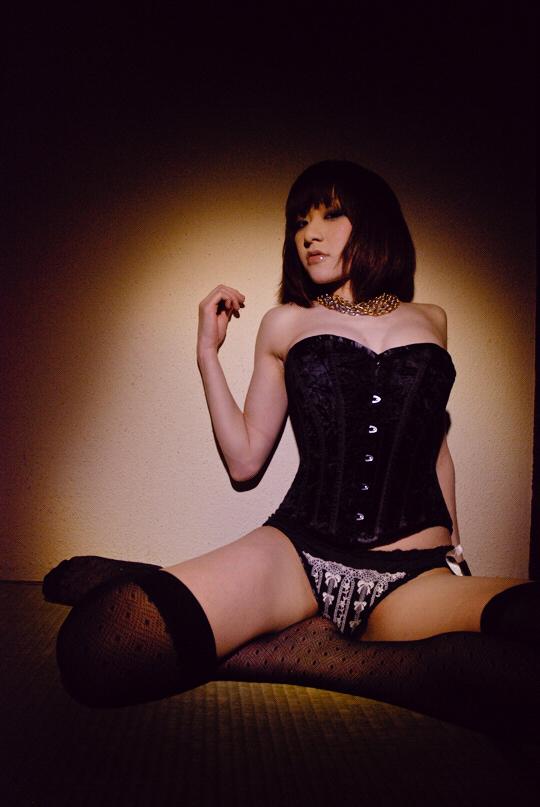 corsetier0901_02.jpg
