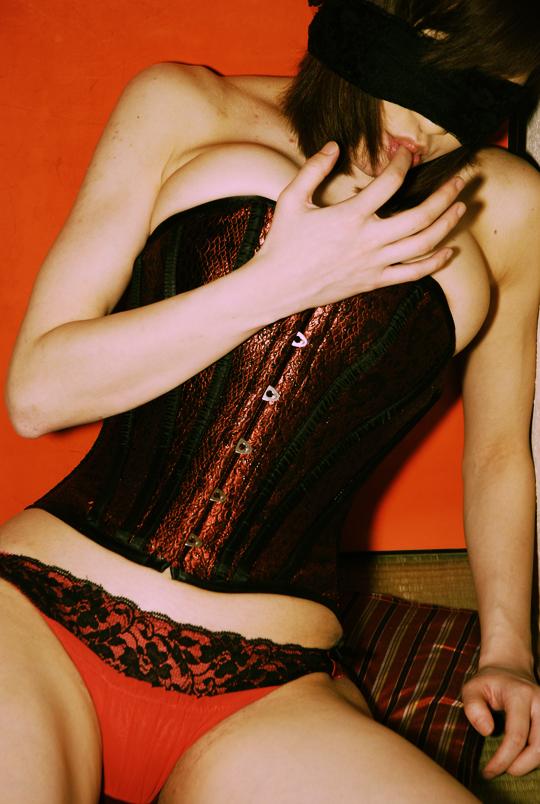 corsetier0902_03.jpg